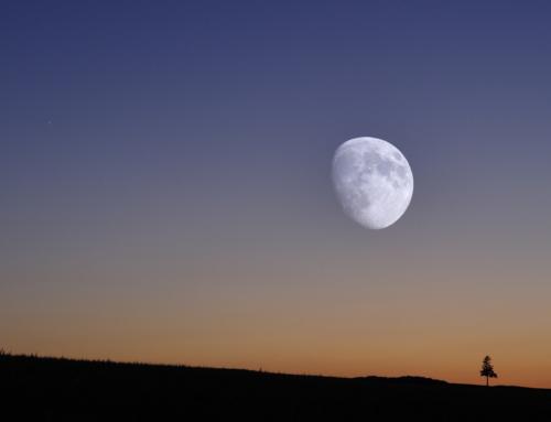 夕暮れの月と金星(夕焼けは日没後に来る)